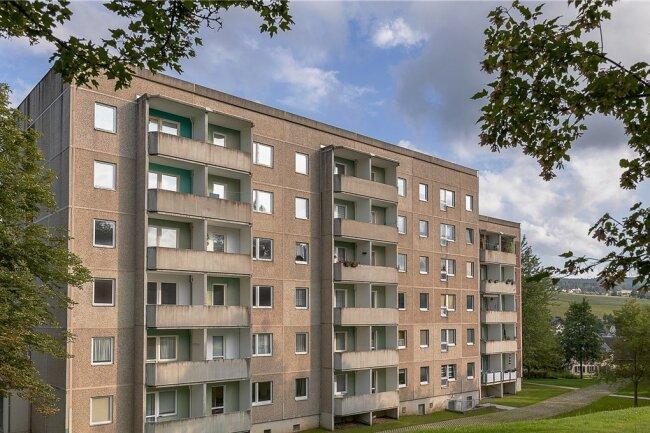 Der Neubaublock Göltzschtalblick 16 in Ellefeld wurde zu DDR-Zeiten auf privatem Grund und Boden errichtet. Was damals niemanden groß interessierte, sorgt in den vergangenen Jahren für jede Menge Arbeit in Anwaltskanzleien und Ämtern.