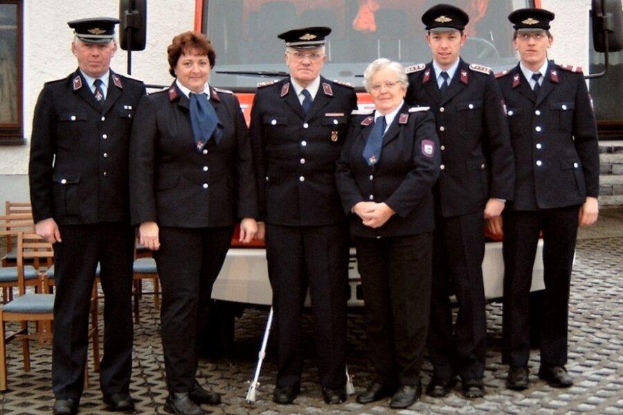 Die Feuerwehrfamilie Ranft 2004: v. l.: Bernd, Marina, Siegfried, Inge, Rico und Dirk.