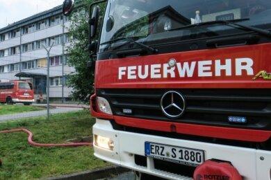 Großer Feuerwehreinsatz an der Erstaufnahmeeinrichtung für Asylbewerber in Schneeberg: Am Abend hatten sich Brände ereignet.