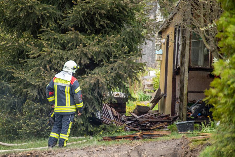 Feuerwehren wegen Schuppenbrand alarmiert