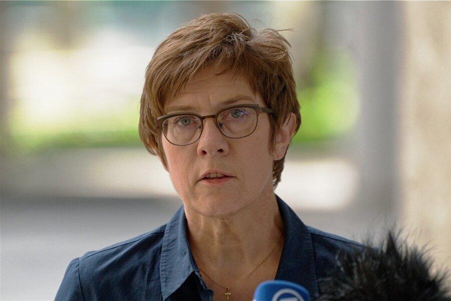 Annegret Kramp-Karrenbauer, Bundesministerin der Verteidigung (CDU), besucht am 19. Juli die mittelsächsische Stadt Frankenberg.