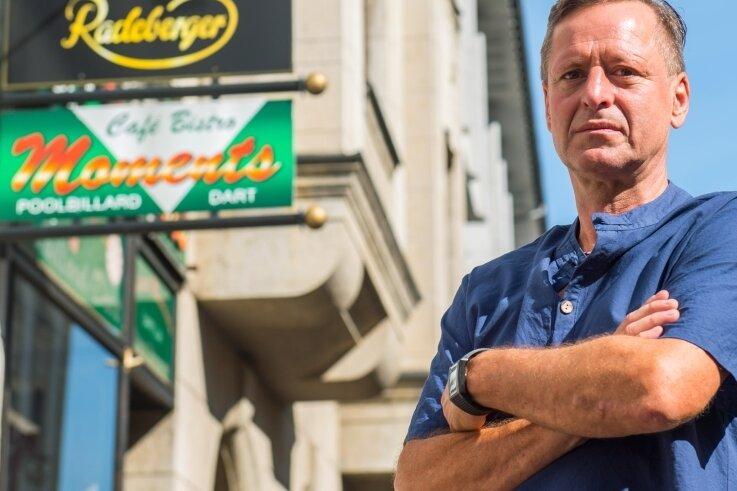 Jörg Jähn sucht für das Café-Bistro Moments in der Alfred-Brodauf-Straße in Aue einen neuen Betreiber. Er hat das Lokal 28 Jahre lang geführt.