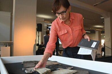 Ines Bruhn hat die Ausstellung der australischen Künstlerin Therese Kheog im Archäologiemuseum kuratiert - Corona-bedingt ohne unmittelbaren persönlichen Kontakt zur Künstlerin. Das war auch für sie eine Premiere.