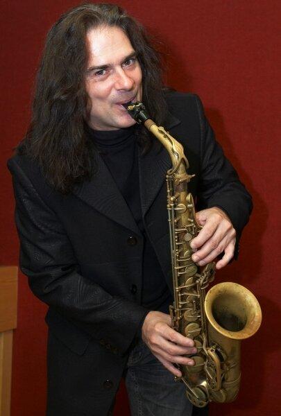"""<p class=""""artikelinhalt"""">Andrew Young ein Instrumentalstück mit dem Chef des Neuberinhauses, Jens Pfretzschner, aufgenommen.</p>"""