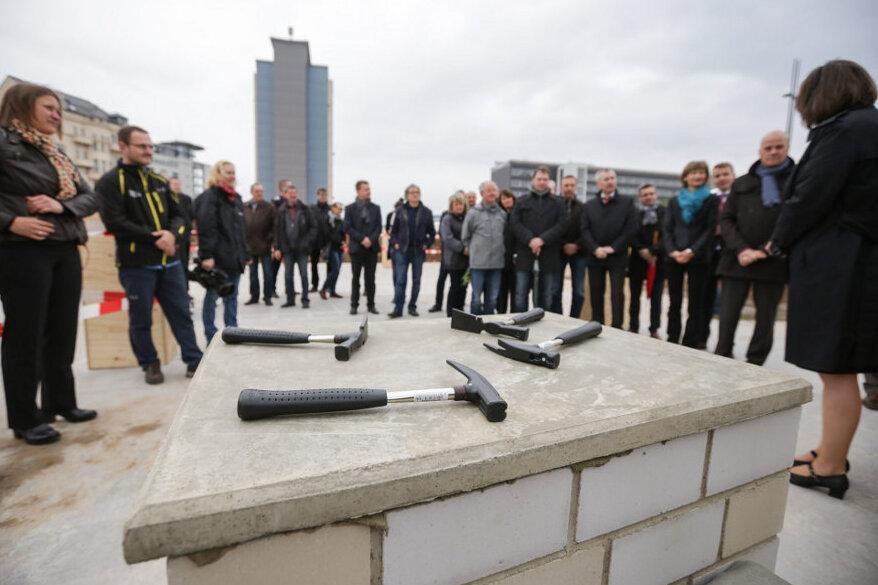 Conti-Loch: Grundstein für Technisches Rathaus gelegt