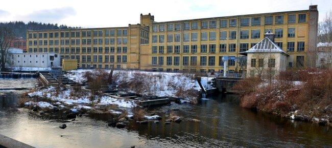Die ehemalige Baumwollspinnerei an der Zschopau in Mittweida steht unter Denkmalschutz. Investoren wollen das Gelände sanieren.