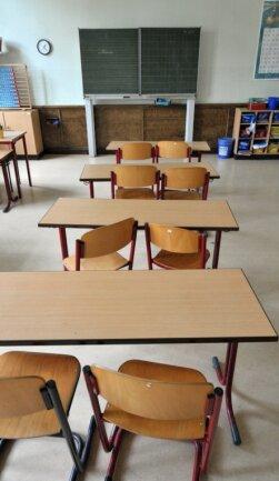 Länger als zunächst geplant bleiben auch an den Schulen der Region die Klassenzimmer leer. Das wirft Eltern, Schüler und Lehrer in eine neue Situation. Doch darin sehen sie noch das geringste Problem.
