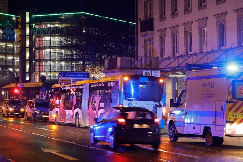 Weil er auf die Corona-Regeln hinwies: Chemnitzer Busfahrer von Masken-Verweigerer geschlagen