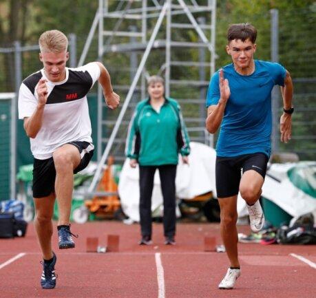 Leichtathlet Anthony Schreiter (r.) vom SV Sachsenring Hohenstein-Ernstthal trainiert nach seinem Sachsenmeistertitel fleißig weiter.