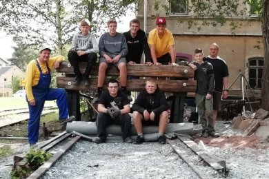 Die Lugauer Eisenbahnfreunde und ihr neues Projekt: Das Abstellgleis hinter dem früheren Bahnwärterhaus.