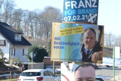 Drei Kandidaten haben um den Chefposten im Brander Rathaus gerungen. Im Bild: Die Wahlplakate von Michel Franz, Martin Antonow und Mirko Espig an der sanierungsbedürftigen Talstraße in St. Michaelis.