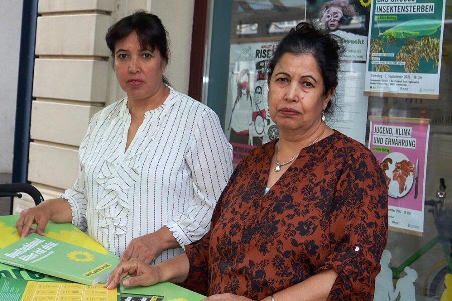 Noorzba Hamidi (Mitte) und ihre Schwester Noorzia Shkira.
