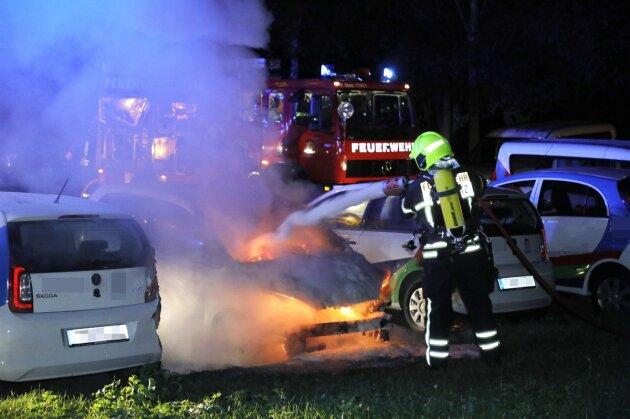 Drei Fahrzeugbrände in Chemnitz binnen weniger Minuten