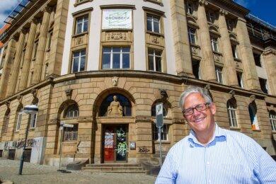 Altbausanierer Frank Müller hat gut lachen: An der Bahnhofstraße 38/40 und Krausenstraße 1 baut der Düsseldorfer Unternehmer derzeit 34 Wohnungen. Die seien begehrt, sagt er.