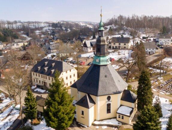 Finden an Ostern Präsenz-Gottesdienste statt? In Seiffen plant Pfarrer Michael Harzer fest damit. Wenn nicht in der Kirche, dann sollen sie im Freien erfolgen, sagt er.