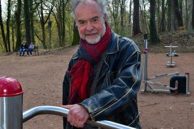 Im neugestalteten Goethehain ist Friedensrichter Joachim Jäckel gern unterwegs. Er fühlt sich wohl in seiner Geburtsstadt Mittweida, in die er 2016 - nach 40 Jahren in Berlin - seinen Hauptwohnsitz verlegt hat.