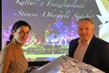 Ina Klemm und Dirk Grünig stellen ihr Stausee-Projekt vor.