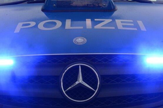 BMW-Fahrer fährt mit zwei Promille und Kind im Auto in Seitengraben