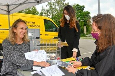 Gast Susan Schnabel sprach mit Giulia Tresoldi und Hannah Hofmann vom Kästner-Mobil.