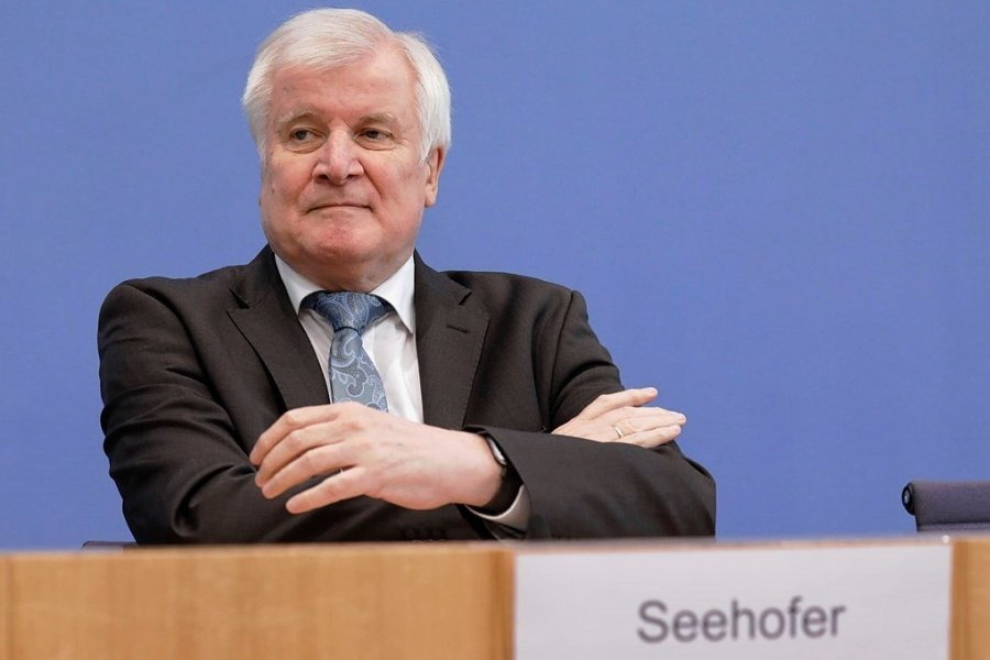 Bundesinnenminister Horst Seehofer (CSU) stellte ein Lagebild zum Rechtsextremismus in den deutschen Sicherheitsbehörden vor. Eine wissenschaftliche Studie zum Thema lehnt er bislang ab.