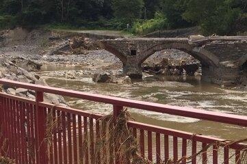 Viele Brücken sind zerstört: ein Problem auch für Hilfstransporte.