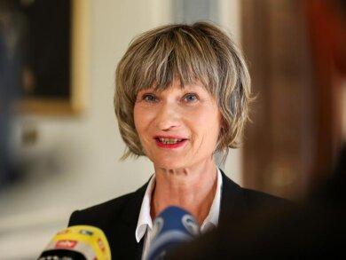 Barbara Ludwig (SPD), Oberbürgermeisterin von Chemnitz, gibt ein Statement ab.