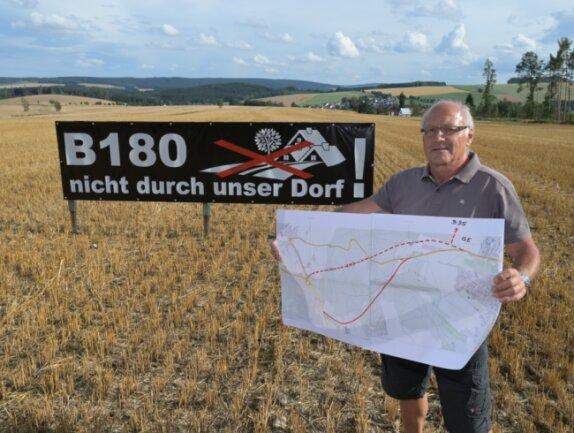 Hans-Peter Auerswald ist gegen den geplanten Trassenverlauf. Er hat einen neuen Vorschlag zum Verlauf der Ortsumgehung unterbreitet.