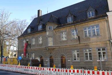 Jahrelang ungenutzt, wird das als Forstamt bekannte Haus Erlaer Straße 7 in der Schwarzenberger Altstadt von neuen Eigentümern aus dem Dornröschenschlaf geweckt.