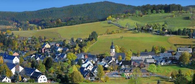 Sosa am Fuß des Auersberges ist für viele eines der schönsten Dörfer im Erzgebirge. Keine alte Fabrik und kein Plattenbau verschandeln das Dorfensemble.