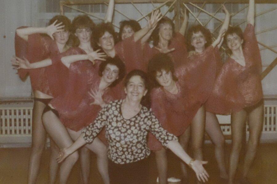 Helga Hirsch 1984 im damaligen Renak-Kulturhaus mit ihrer Ballettgruppe, die sie bereits 1968 gegründet hatte.
