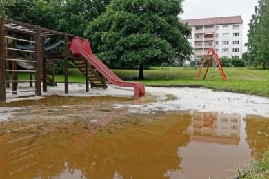 Der Spielplatz an der Schulstraße wurde zum See.