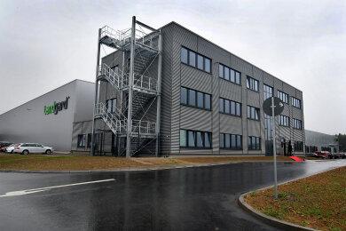 Auf dem Gelände des erst vor wenigen Wochen eingeweihten Landgard-Logistikzentrums im Gewerbegebiet Berbersdorf (Mittelsachsen) waren am frühen Donnerstagmorgen die Feuerwehr Striegistal sowie der Gefahrgutzug des Landkreises im Einsatz.
