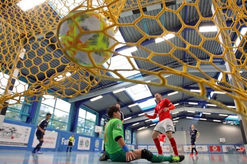 Mit 16 Toren im Sachsenderby: VfL baut Tabellenführung aus