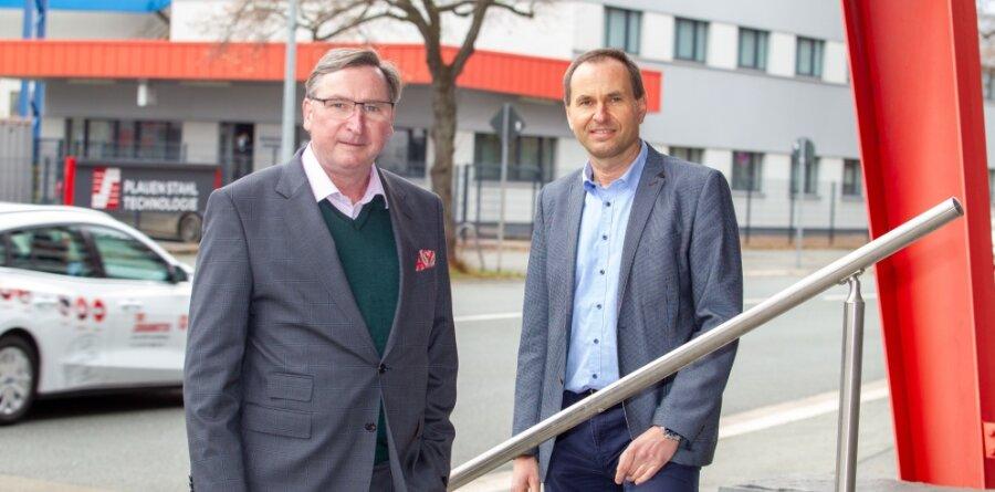 Roland Schüttpelz (links) wurde Ende vergangenen Jahres zum neuen kaufmännischen Geschäftsführer der Plauen Stahl Technologie bestellt. Technischer Geschäftsführer ist weiterhin Gerald Eckersberg.