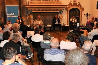 """75 Augustusburger hatten sich für das """"Freie Presse""""- Wahlforum im Hasensaal von Schloss Augustusburg angemeldet. Mehr Gäste erlaubte das Hygienekonzept nicht."""