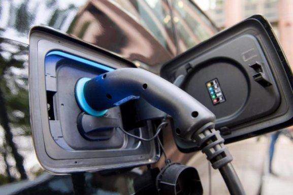 Neuzulassungen von E-Autos in Sachsen fast vervierfacht