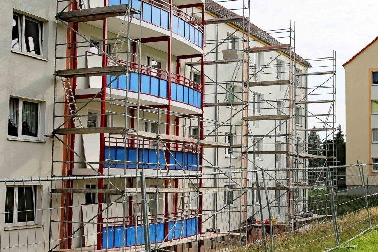 Die WGW stattet derzeit das Wohnhaus Ziegelstraße 52 bis 54 mit Balkone aus.