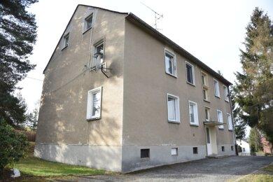 Das Mehrfamilienhaus Remtengrüner Weg 31 in Adorf ist Ort eines Forschungsprojekts der städtischen Wohnungsgesellschaft.