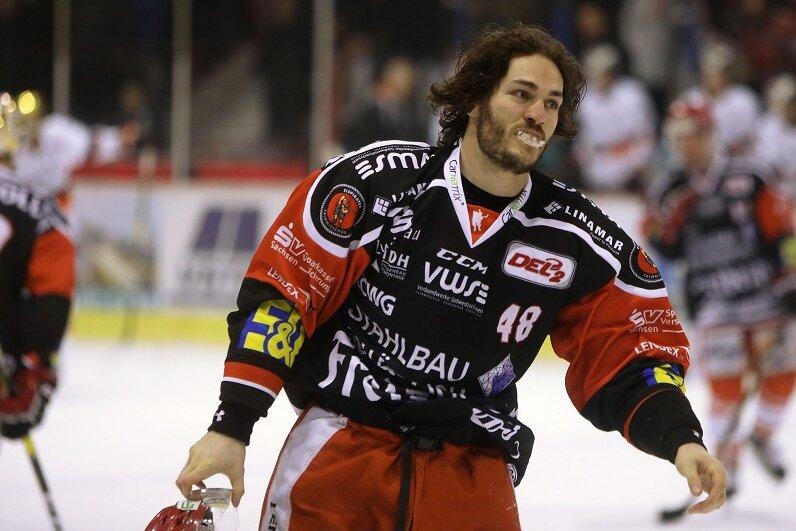 Julian Talbot spielt auch in der kommenden Saison für die Eispiraten Crimmitschau.