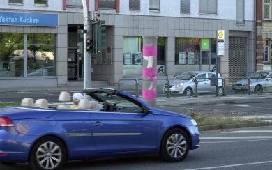 Pink sieht der Blitzer an der Zwickauer Straße aus.