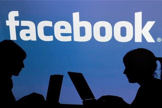 Die EU-Kommission will verhindern, dass radikale Kräfte ihre Hetze über soziale Netzwerke wie Facebook verbreiten. Und sie bescheinigt den Unternehmen mittlerweile erste Erfolge.
