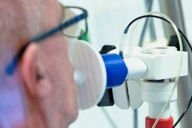 Lungenfunktionstest bei einem Corona-Patienten: Wird der Wert wieder so gut wie vorher?