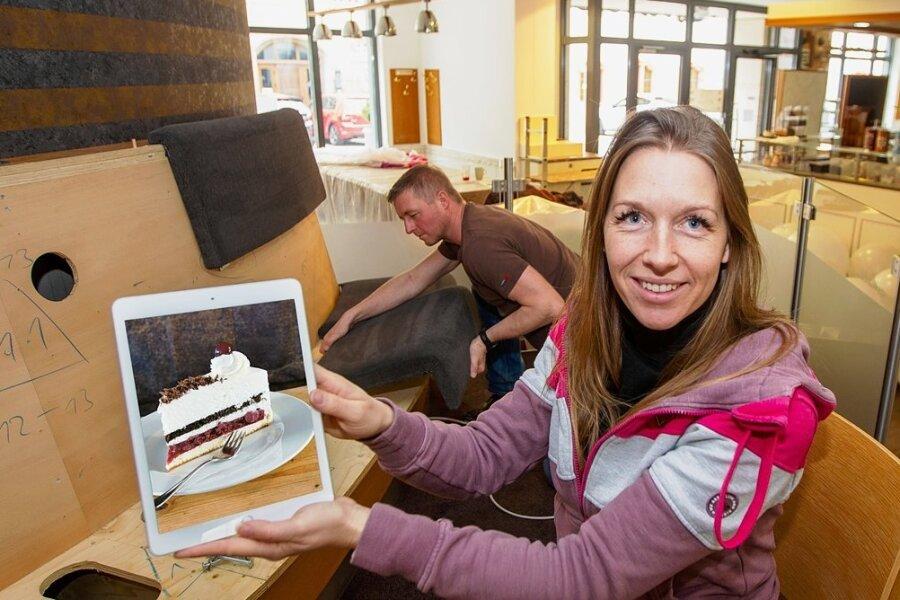 Antje und Rico Wagner nutzen die Coronazeit, um im Kaffeehaus Müller an der Marktstraße zu renovieren und die Speisekarte in digitale Form zu bringen.