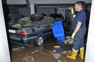 Land unter: Starkregen überflutet zahlreiche Straßen