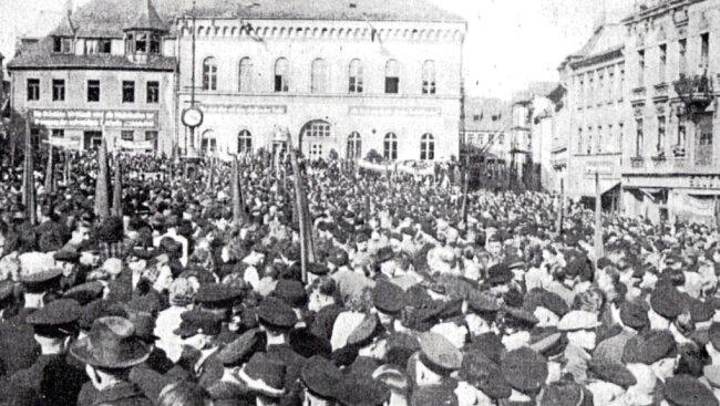 Versammlung in Reichenbach 1946 zur Parteienvereinigung.