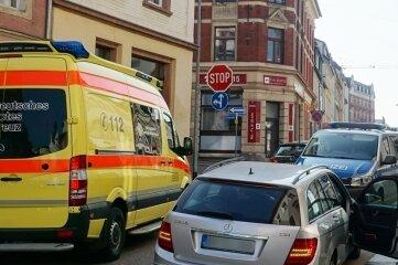 Bei dem Unfall auf der Rochlitzer Straße wurde eine Hauswand beschädigt.