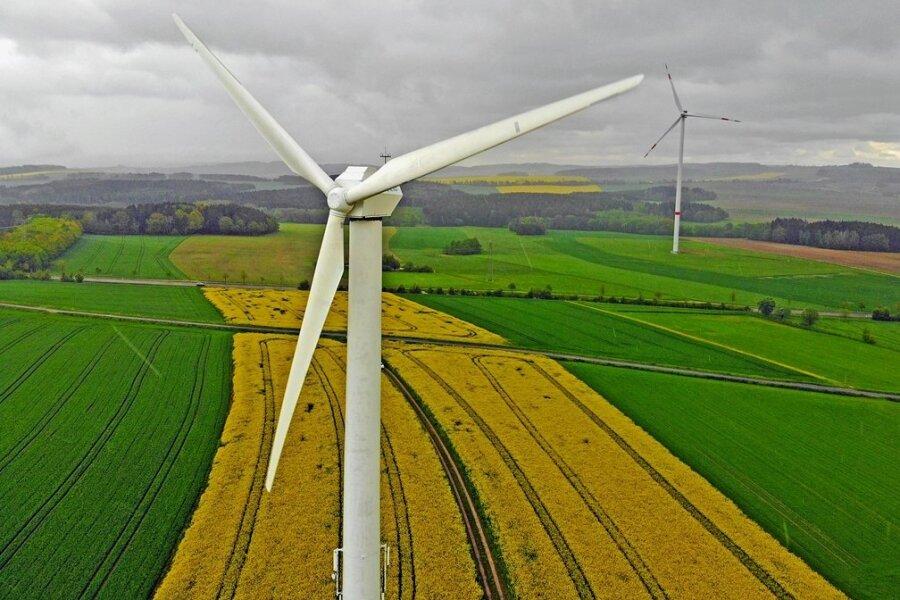 Im Bereich der anderen beiden Windkraftanlagen in Richtung Stollberg will die UKA Meißen eine neue Windkraftanlage bauen, die eine Nabenhöhe von 169 und eine Gesamthöhe von 250 Metern haben soll.