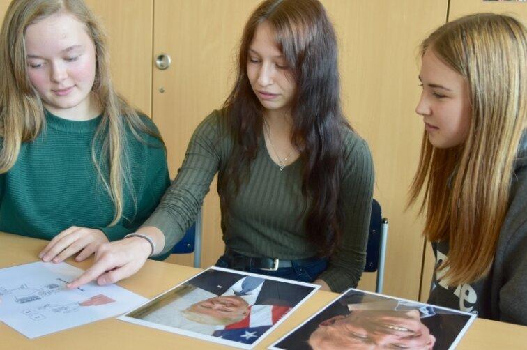 Emma Zeißig, Merle Donath und Jolina Krüger (von links) von der Pestalozzi-Oberschule in Limbach-Oberfrohna. Für ein Projekt haben sie mit Fotos von US-Präsidentschaftskandidaten Leute zur US-Wahl befragt.
