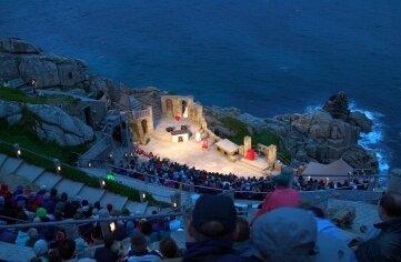 Minack-Theater: Langweilig wird es bei diesem Ausblick garantiert nicht.