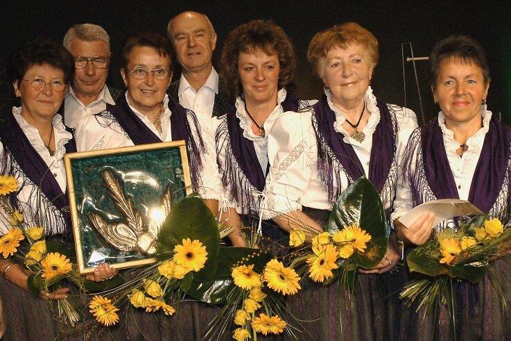 Im Jahr 2005 erhielt die Heimatgruppe Sohl den Bürgerpreis Große Elster. Im Foto von links: Karin Rottmann, Dieter Döring, Christa Wand, Rüdiger Puchelt, Silvia Reichardt, Sigrun Geipel und Edith Puchelt.